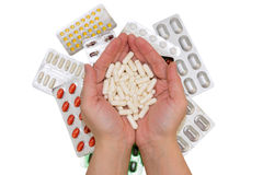 Pillole nelle mani ed in borse delle droghe Immagini Stock Libere da Diritti
