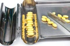 Pillole in pillola che conta cassetto Fotografie Stock