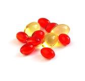 Pillole rosse e gialle della vitamina Fotografie Stock Libere da Diritti
