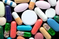 Pillole sul nero Immagine Stock Libera da Diritti