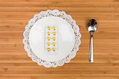 Pillole sulla bolla servita su un piattino Immagini Stock