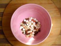 Pillole in un piatto fotografie stock libere da diritti
