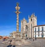 Pillory im Kathedralen-Quadrat alias Terreiro DA Se Stockfotografie