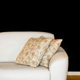pillows sofaen Royaltyfri Bild