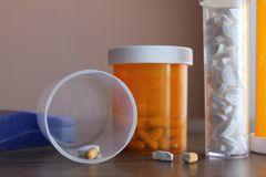 Pills cut by cutter Royalty Free Stock Photos