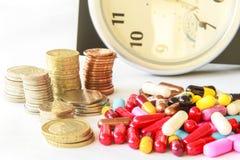 Pills och pengar Fotografering för Bildbyråer