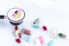 pills och stetoskop Royaltyfri Foto