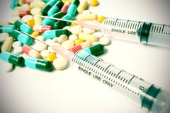 Pills and syringe Royalty Free Stock Images