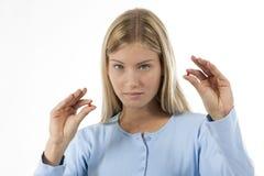 pills tar kvinnan Royaltyfri Fotografi