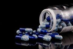 Pillules bleues photographie stock
