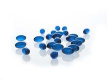 Pillules bleues de gel images stock
