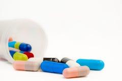 Pillules colorées pour le soin médical Photo libre de droits