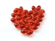 Pillules rouges dans une forme de coeur Photographie stock libre de droits