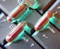 Pillules sur le clavier Photographie stock libre de droits