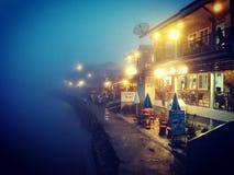 Pilok miasto w mgle zdjęcie stock