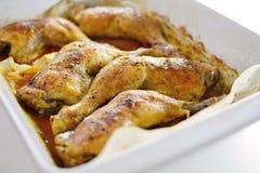 Pilon rôti de poulet dans une casserole de torréfaction photo stock