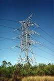 Pilone ad alta tensione d'acciaio di elettricità del doppio circuito Fotografie Stock Libere da Diritti