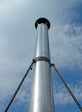 Pilone del alto metal en el cielo azul, ambiente, Fotos de archivo