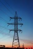 Pilone della siluetta, torre di elettrico ad alta tensione Fotografia Stock Libera da Diritti