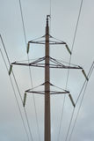 Pilone di elettricità contro il cielo Fotografie Stock
