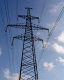 Pilone elettrico ad alta tensione di energia della torre della trasmissione Fotografie Stock