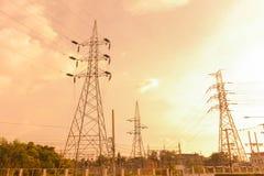 Pilone elettrico al tramonto Immagini Stock Libere da Diritti