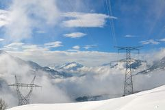 Pilone elettrico in montagna Fotografie Stock Libere da Diritti