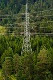 Pilone nelle alpi, Tirolo, Austria di elettricità Immagini Stock Libere da Diritti