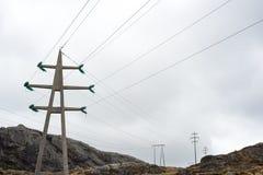 Pilones con los alambres Imágenes de archivo libres de regalías