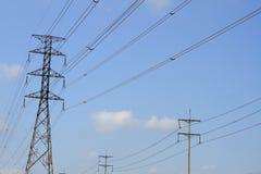 Pilones de alto voltaje del poder Fotografía de archivo libre de regalías