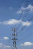 Pilones de alto voltaje del poder Fotos de archivo libres de regalías