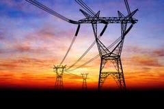Pilones de la electricidad ilustración del vector