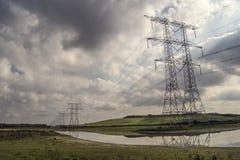 Pilones de la electricidad en fila foto de archivo libre de regalías