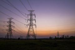 Pilones de la electricidad de la silueta Fotografía de archivo libre de regalías