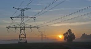 Pilones de la electricidad y central nuclear Temelin Fotografía de archivo