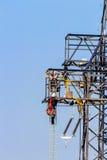 Pilones de la línea eléctrica y de la electricidad Imagen de archivo