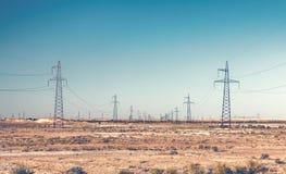 Pilones de las líneas eléctricas Imagenes de archivo
