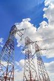 Pilones de un poder del alto voltaje Imagen de archivo