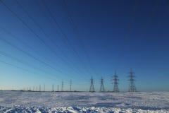 Pilones sobre un cielo azul Foto de archivo libre de regalías