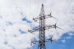 Piloni ad alta tensione di elettricità di potere Fotografia Stock