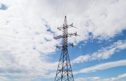 Piloni ad alta tensione di elettricità di potere Immagine Stock Libera da Diritti