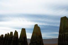 Piloni che conducono all'isola di Cramond Fotografia Stock Libera da Diritti