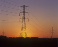 Piloni di elettricità. Immagine Stock Libera da Diritti