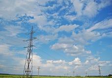 Piloni di energia elettrica Immagine Stock