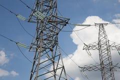 Piloni e linea di elettricità Fotografie Stock Libere da Diritti