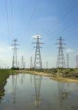 Piloni e riga di elettricità Fotografia Stock Libera da Diritti