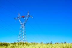 Pilonu woltażu Electric Power Złączeni Wysocy kable Fotografia Royalty Free