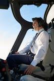 Pilot-In Cockpit Of-Hubschrauber während des Fluges Lizenzfreie Stockbilder