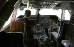 Pilot an den Kontrollen Lizenzfreies Stockfoto