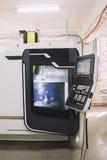 Pilot do TV panel metal maszyna - Przemysłowy pracujący manufactory Fotografia Stock